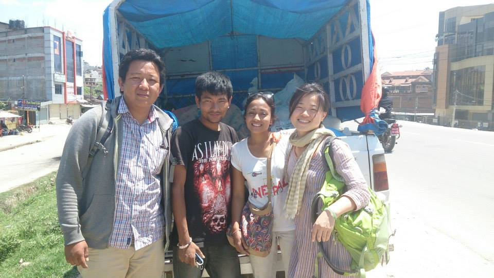 Meine didi Prabighya (2.v.r.) mit Freunden