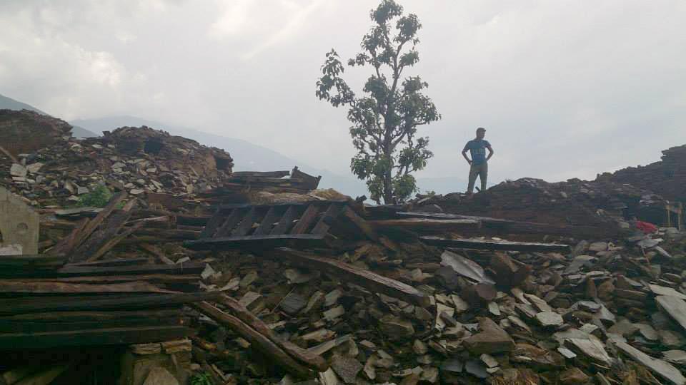 Zerstörte Häuser eines Dorfes in der Nähe des zweiten Erdbebens