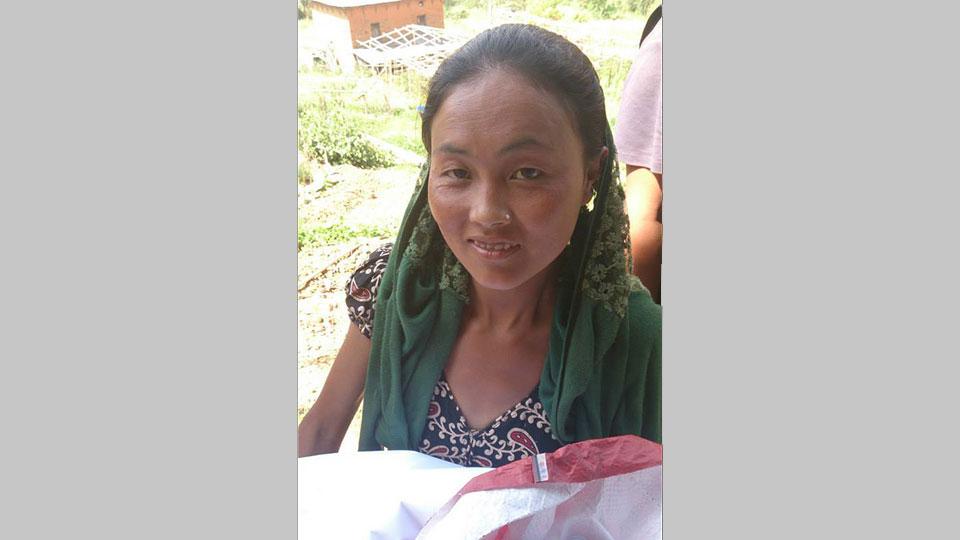 Eine Dorfbewohnerin von Gundu
