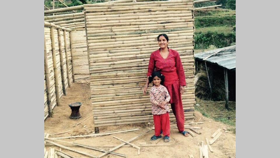 Eine weitere Frau mit Kind bekommt ein Haus für sich und ihre Familie