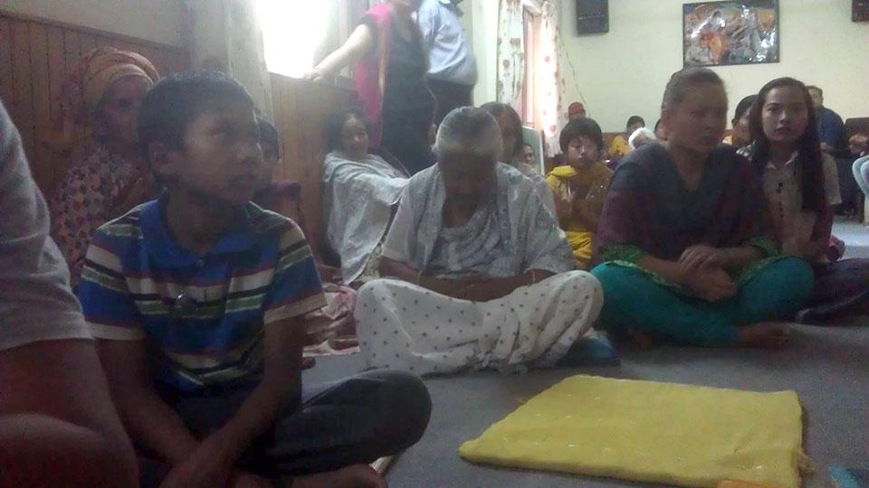 Leute, die ihre Häuser und Verwandte im beben verloren haben, konnten im Haus der NGO Unterschlupf finden und warten nun darauf, bald wieder eine feste Bleibe zu bekommen